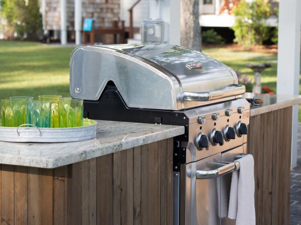 diy_bc13_outdoor-kitchen_06_grill-detail_h